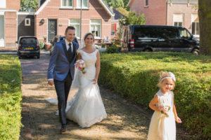 Stralend bruidspaar