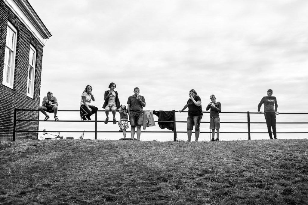 Gezin van Marjolijn Maljaars, fotograaf, in Veere, Zeeland tijdens een vakantie