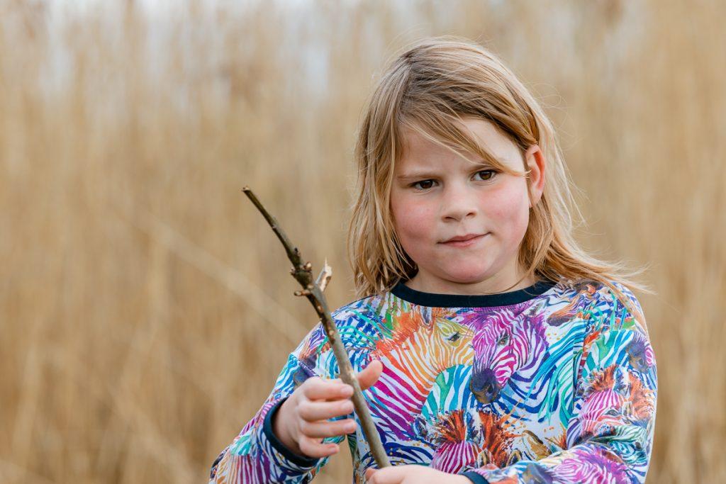portret van een kind buiten in de natuur, mini fotosessie goeree overflakkee